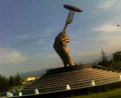 Watermelon baby statue in Diyarbakır joins Turkey's bizarre artworks - Page 6