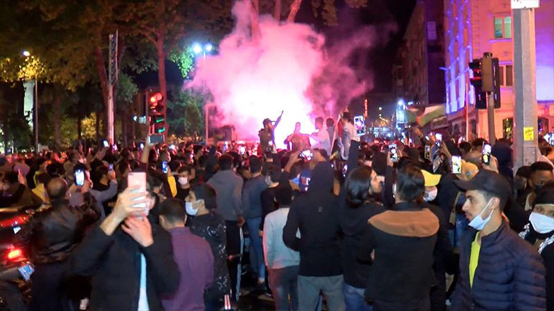 Hundreds of Turks protest Israel's attacks on Palestinians in front of Israeli Consulate - Page 3