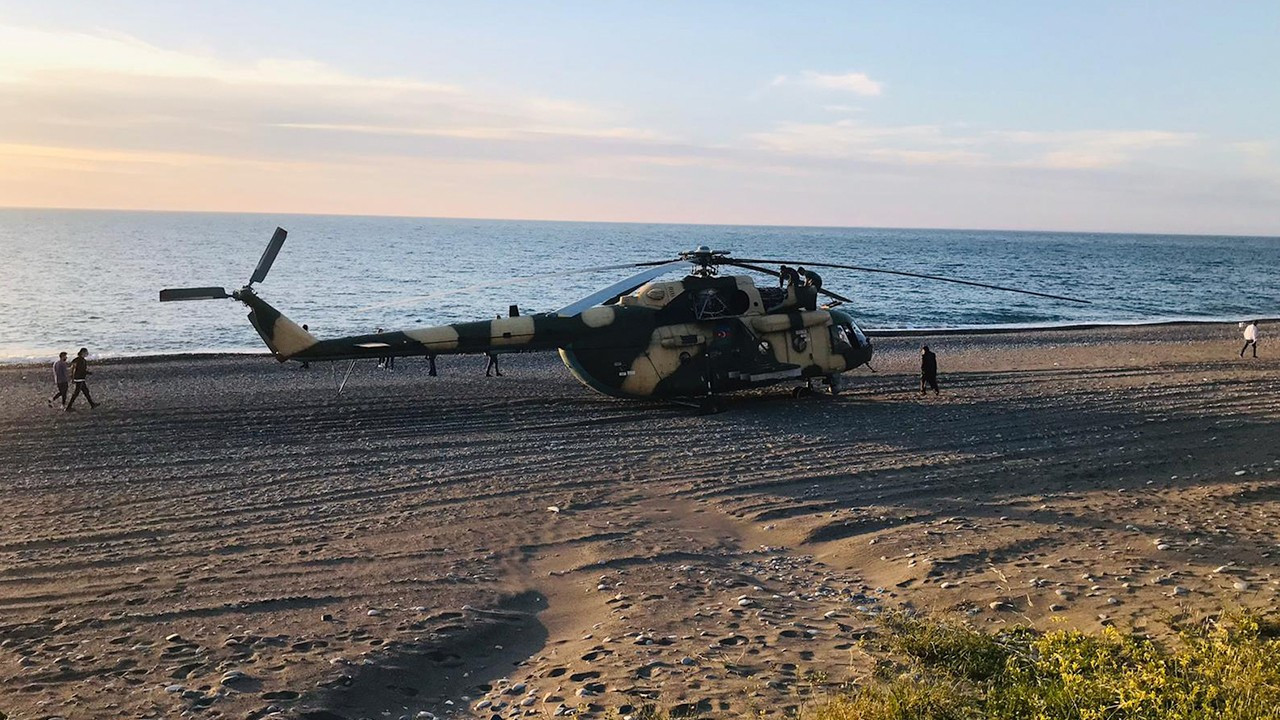 Azeri helicopter makes emergency landing on beach in northern Turkey