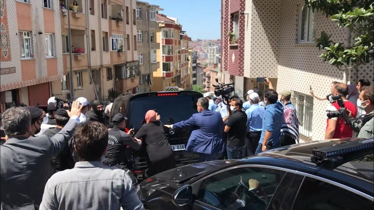 Group attacks Istanbul Mayor İmamoğlu's vehicle