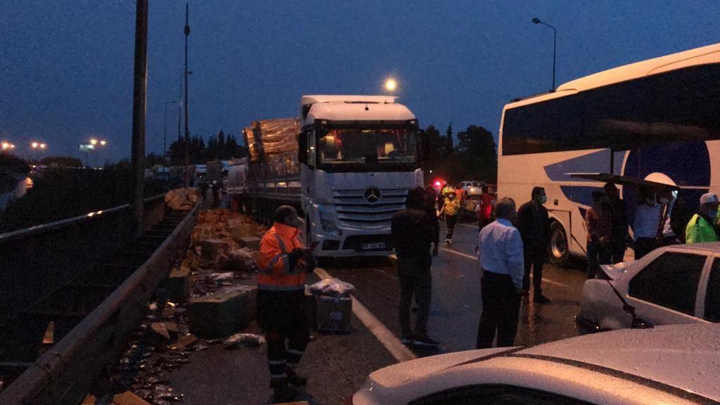 Dozens injured in 24-car pileup on western Turkey highway - Page 1