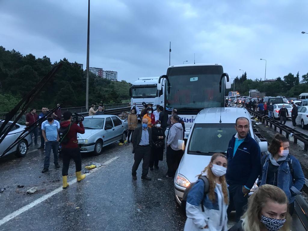 Dozens injured in 24-car pileup on western Turkey highway - Page 4