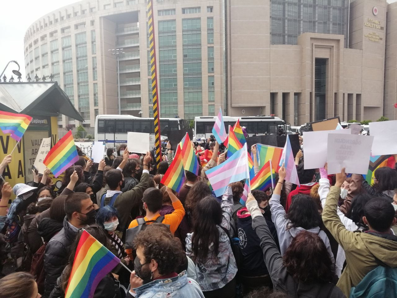Boğaziçi students gather at courthouse: You can't try the rainbow! - Page 1