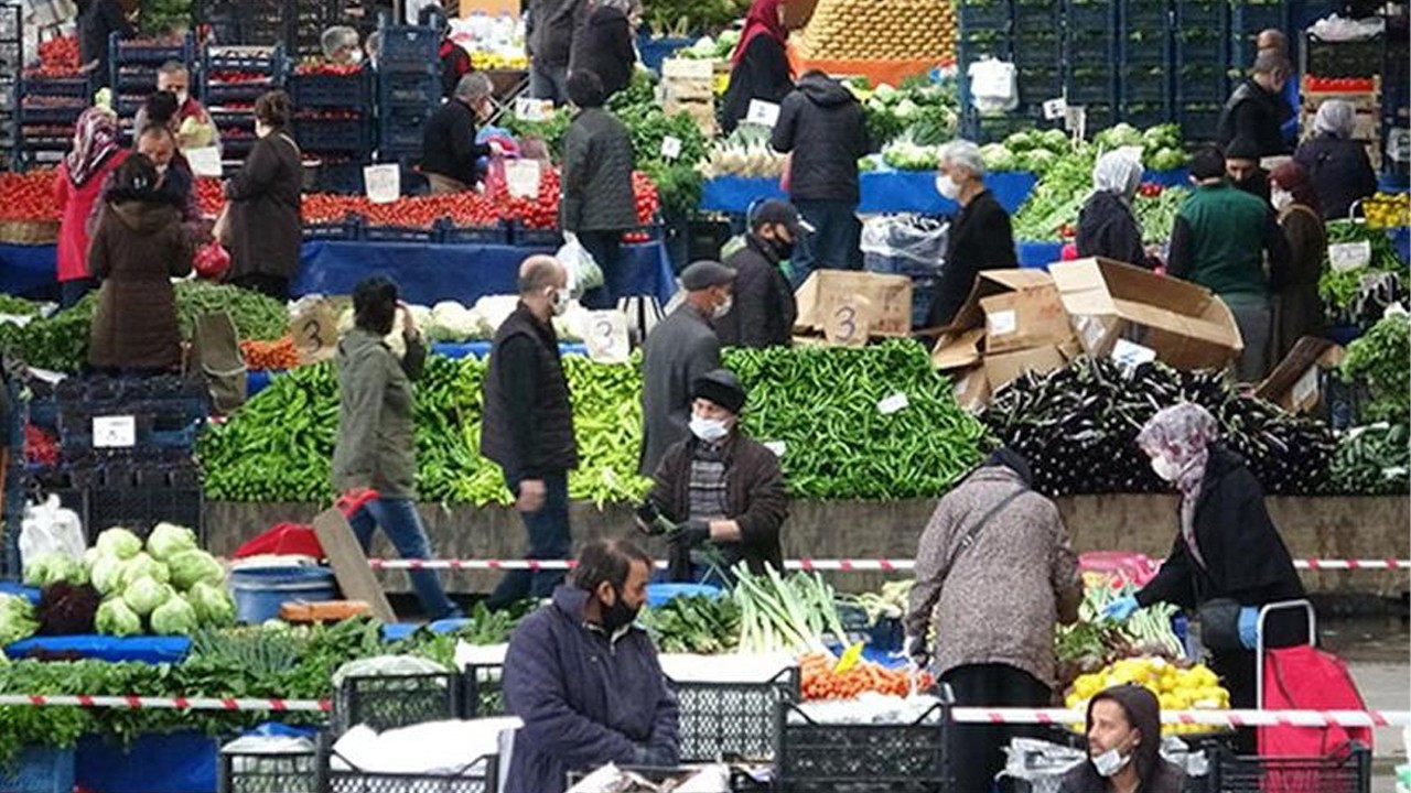 'Tsunami in the kitchen,' annual food price increase hits 35.7 percent