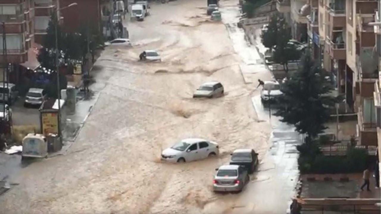 Heavy rain causes flooding, sweeps away cars in Ankara