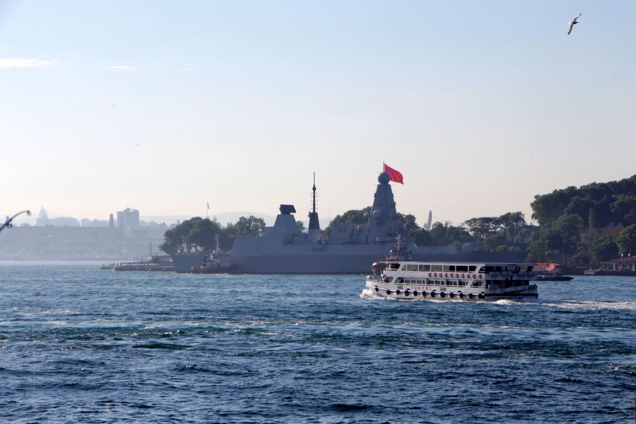 British warship docks at Istanbul - Page 2