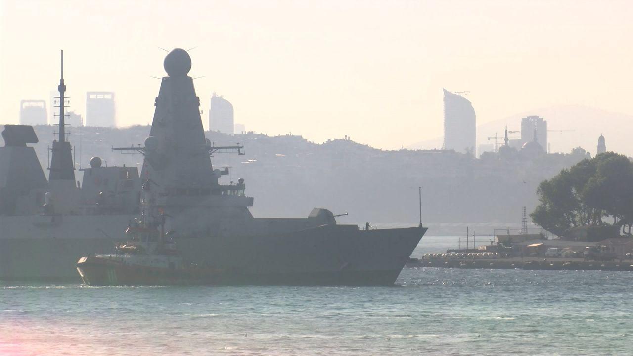 British warship docks at Istanbul - Page 4