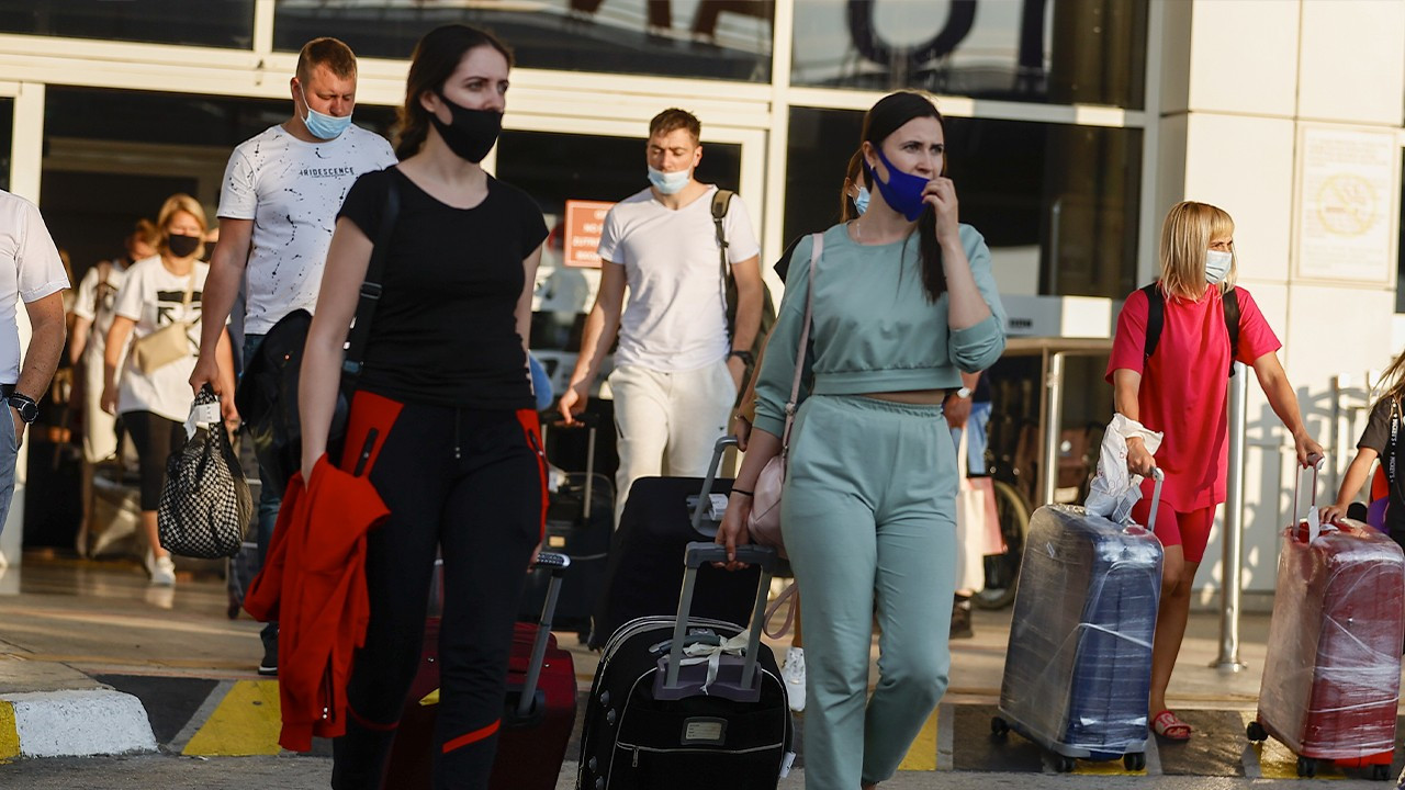 First group of Russian tourists arrive in Turkey after COVID-19 bans