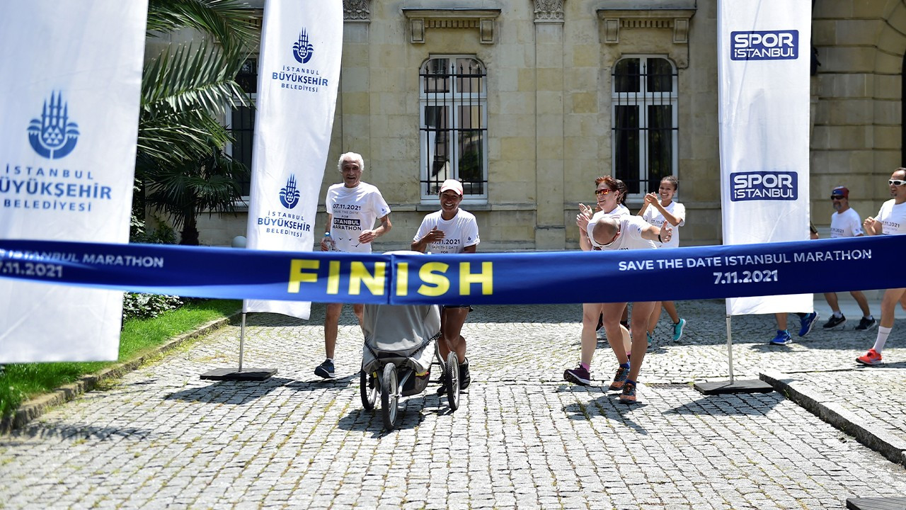 French runner passes through Istanbul as part of world tour on foot
