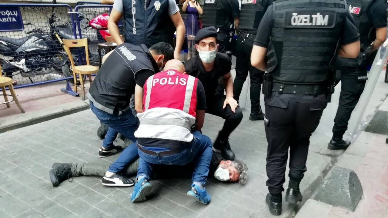 I can't breathe: Police detain AFP photojournalist during Pride march