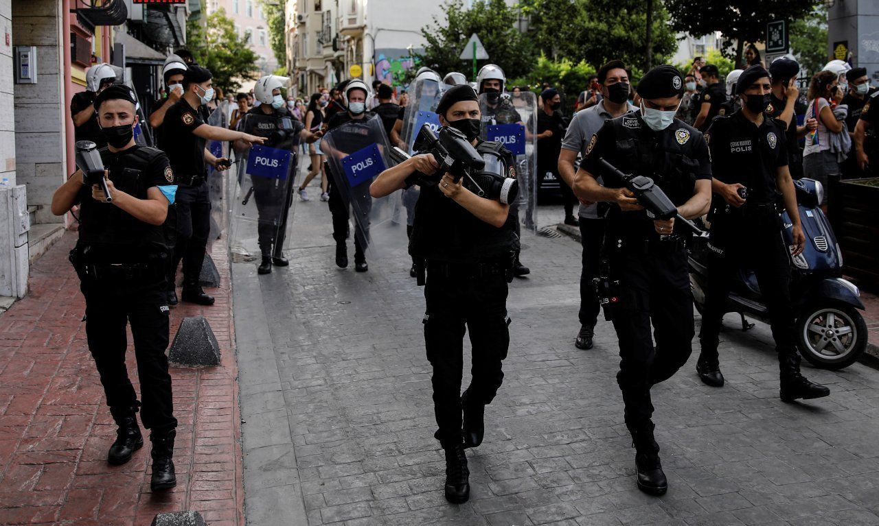 Turkish police brutally disperse Pride march in Istanbul - Page 1