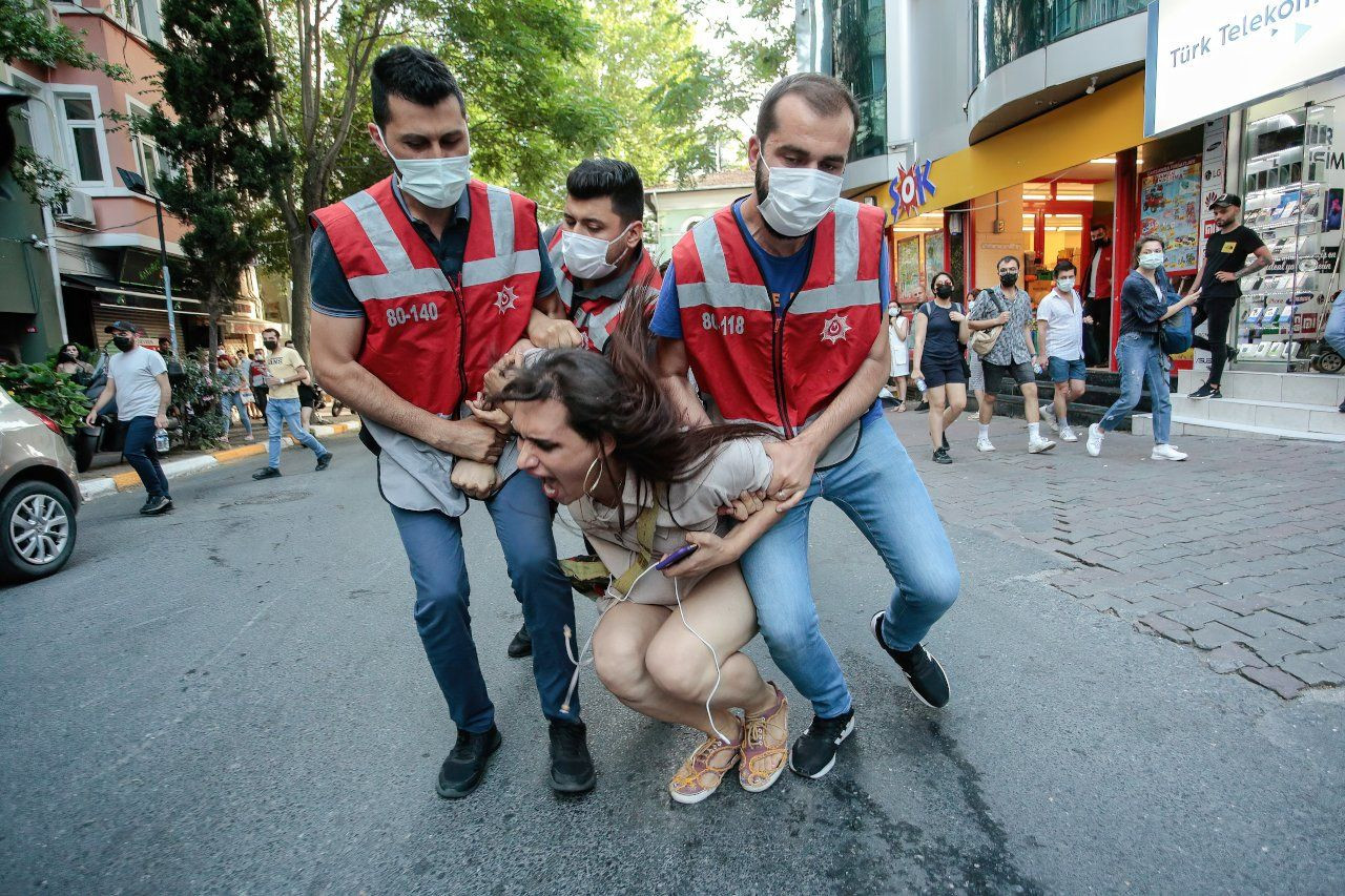 Turkish police brutally disperse Pride march in Istanbul - Page 4