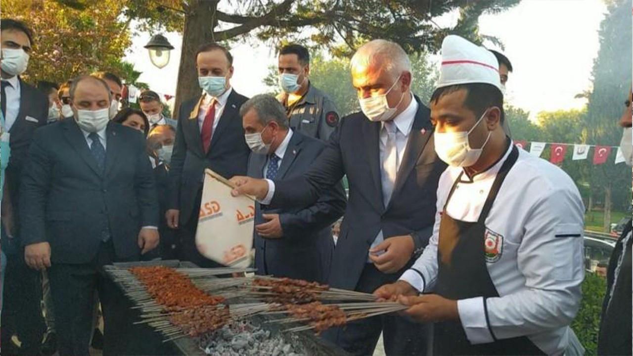 Ministers announce 11 new sites near Göbeklitepe - with kebab feast