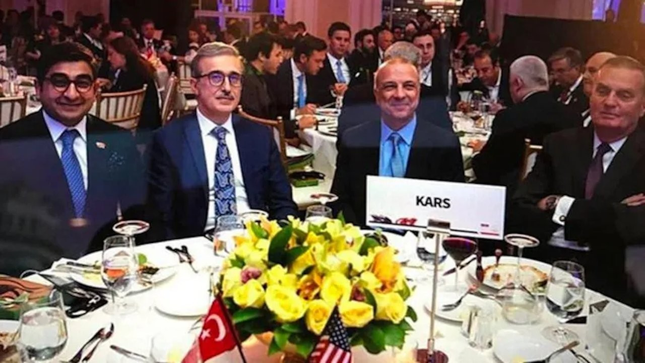 CHP MP shares Turkish Defense Industries head's picture with shady businessman