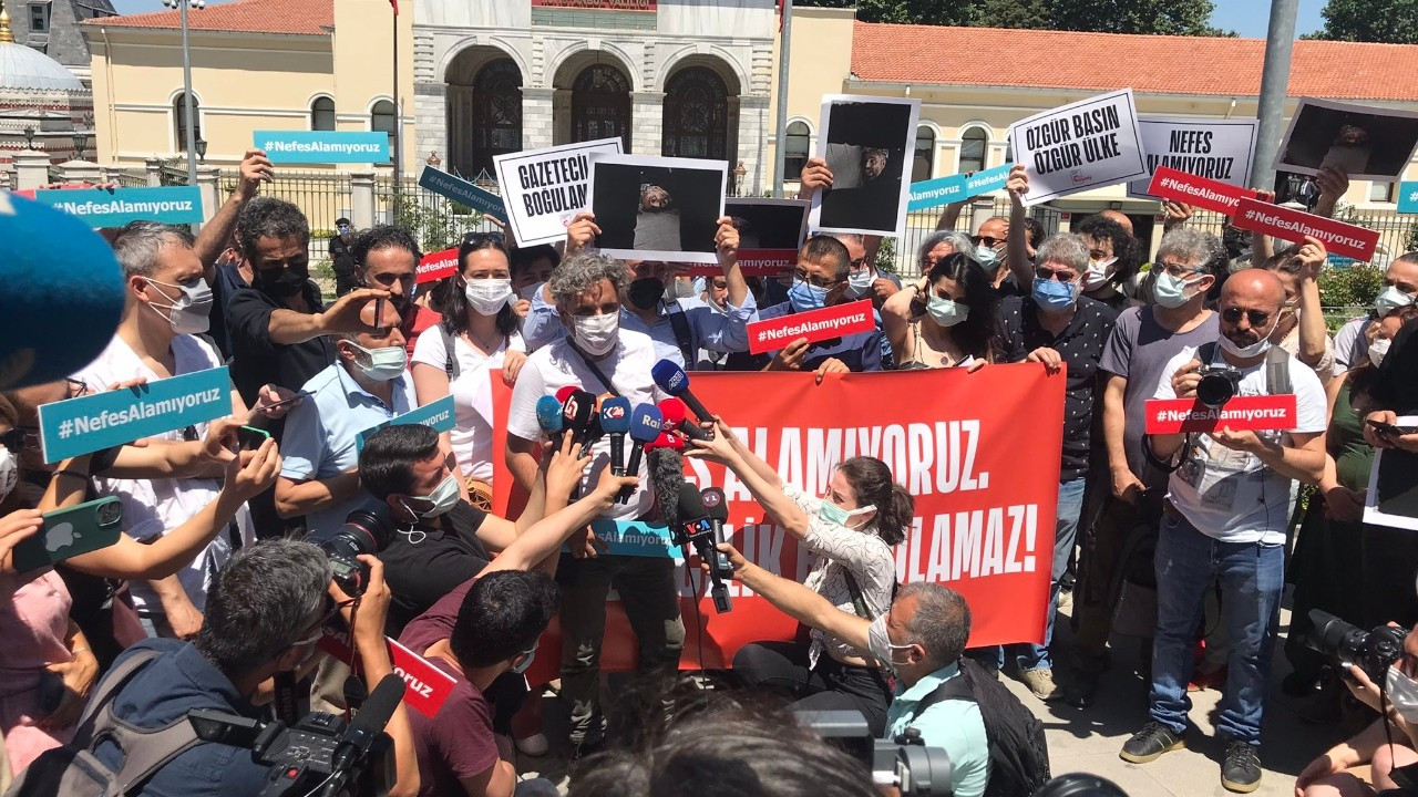 Turkish media workers hold protests against police brutality: We can't breathe