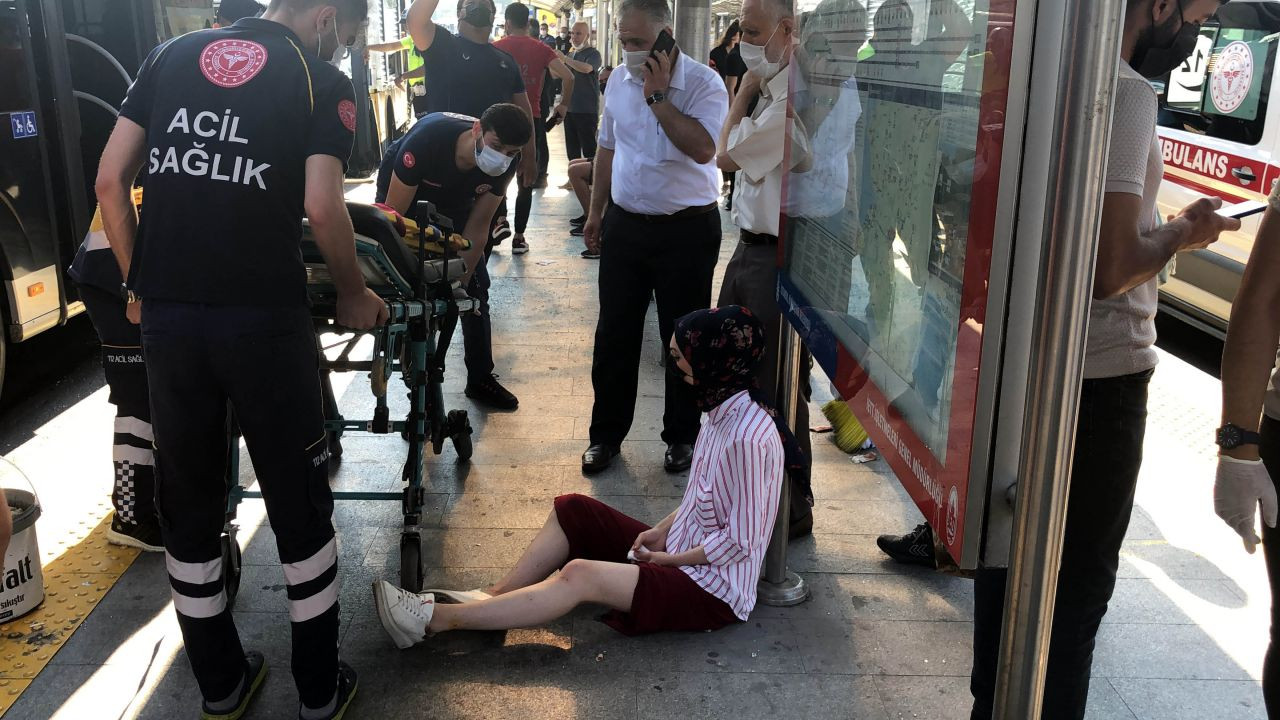 25 injured in metrobus collision in Istanbul during rush hour - Page 1