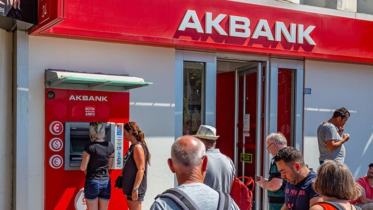 Turkey's Akbank out of service for more than a day, prompting cyber-attack rumors