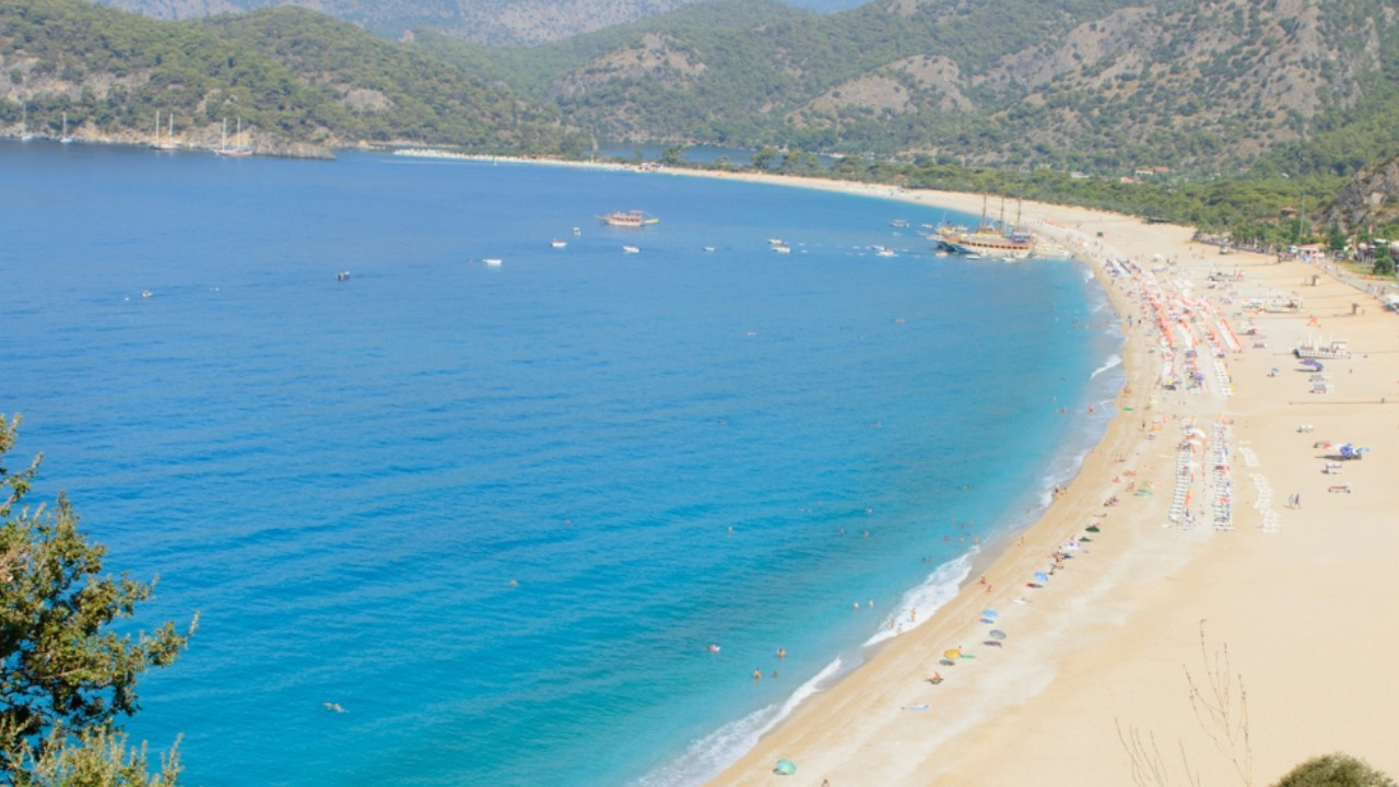 Turkish civil servant dismissed for documenting stolen sand from protected beach