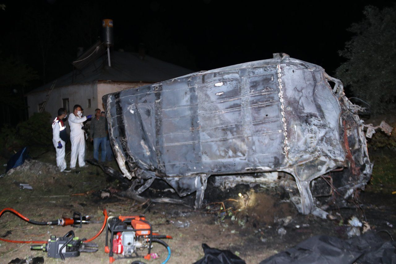 Bus carrying refugees crashes in Turkey's Van, at least 12 killed - Page 2