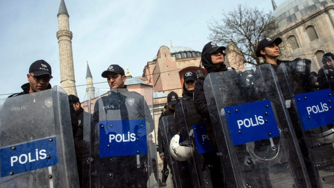 Ruling AKP seeks to keep emergency powers in place for another three years