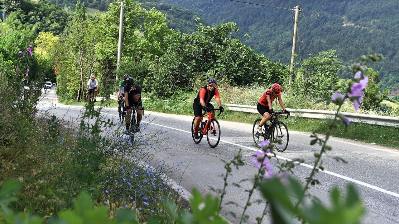Ruling AKP municipality fails to rank female cyclists in bike race