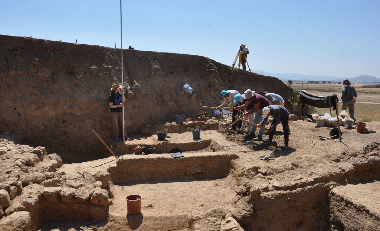 Ancient artifacts discovered in southeast Turkey excavation - Page 3