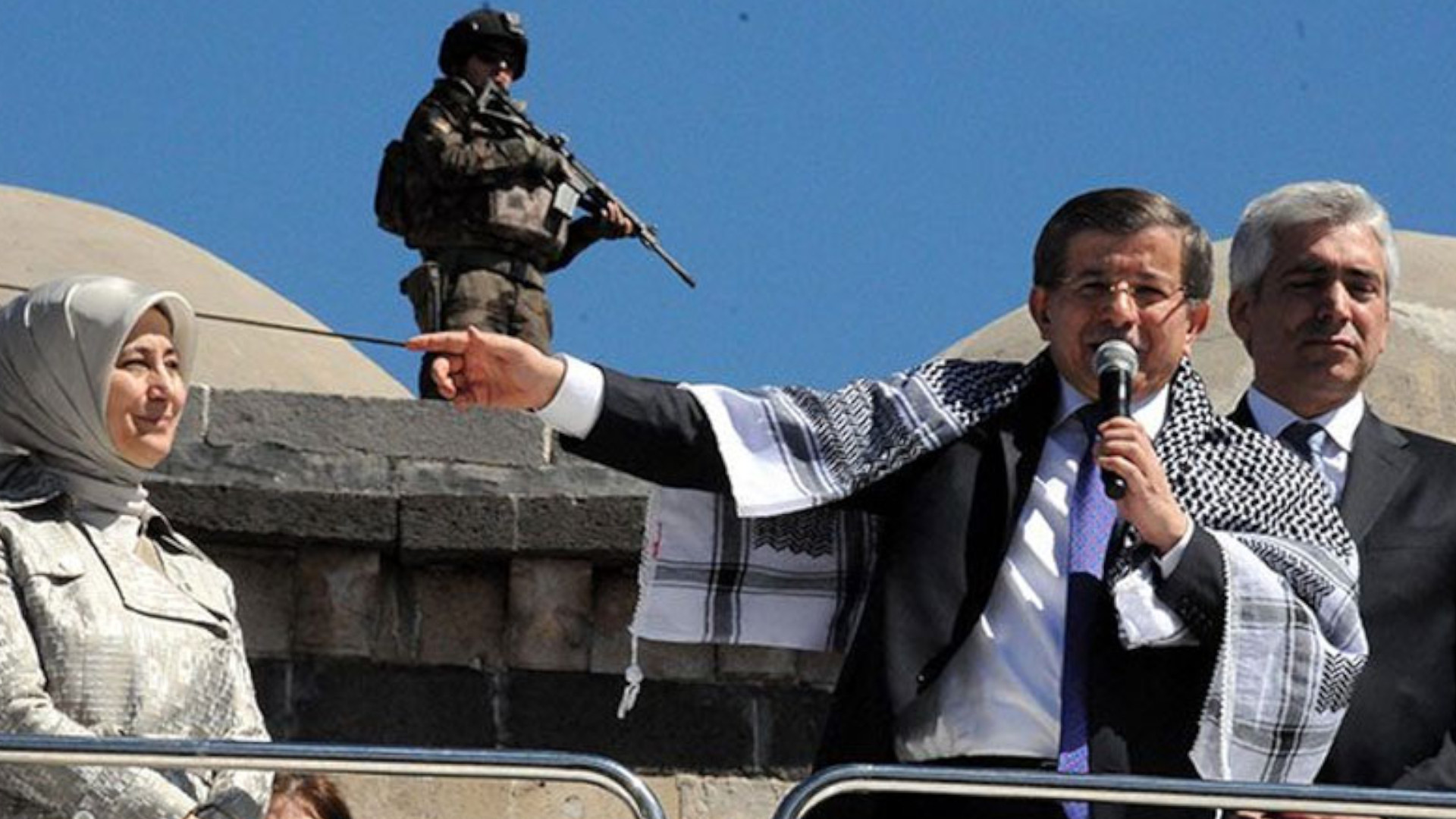 Davutoğlu must reveal the secrets of 2015