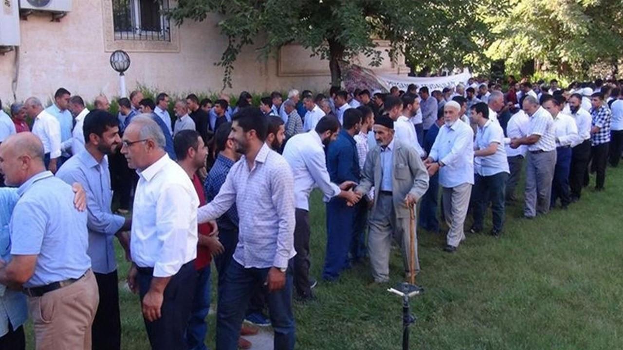 Turkish professor warns people not to hug during Eid al-Adha