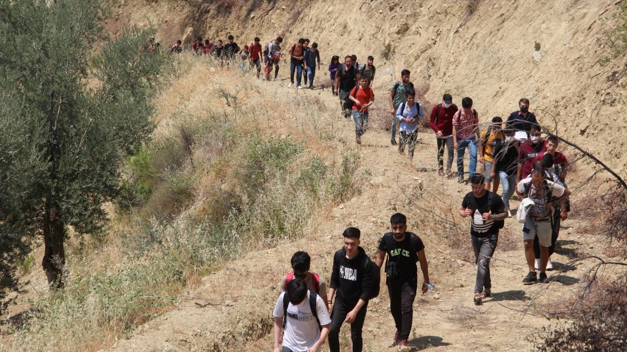 Hundreds of Afghans seen crossing into Turkey, as refugee influx continues