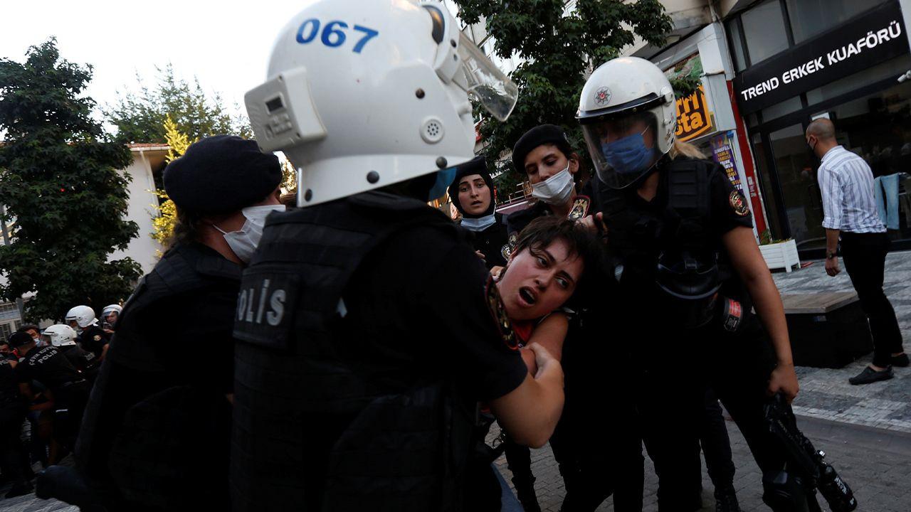 Turkish police brutalize Suruç massacre commemorators, detain 60 protesters - Page 2