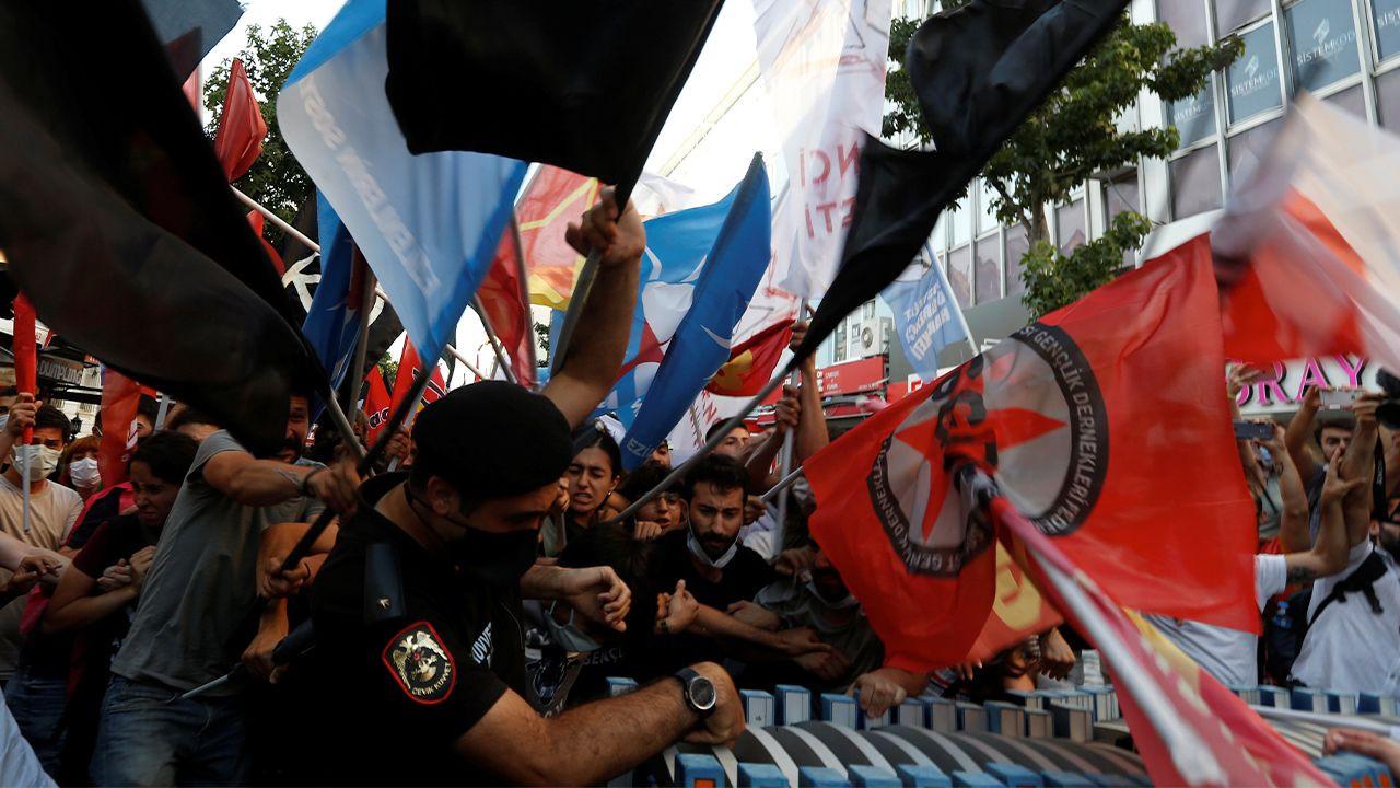 Turkish police brutalize Suruç massacre commemorators, detain 60 protesters - Page 1