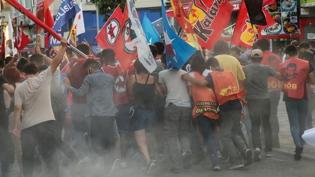 Turkish police brutalize Suruç massacre commemorators, detain 60 protesters - Page 4