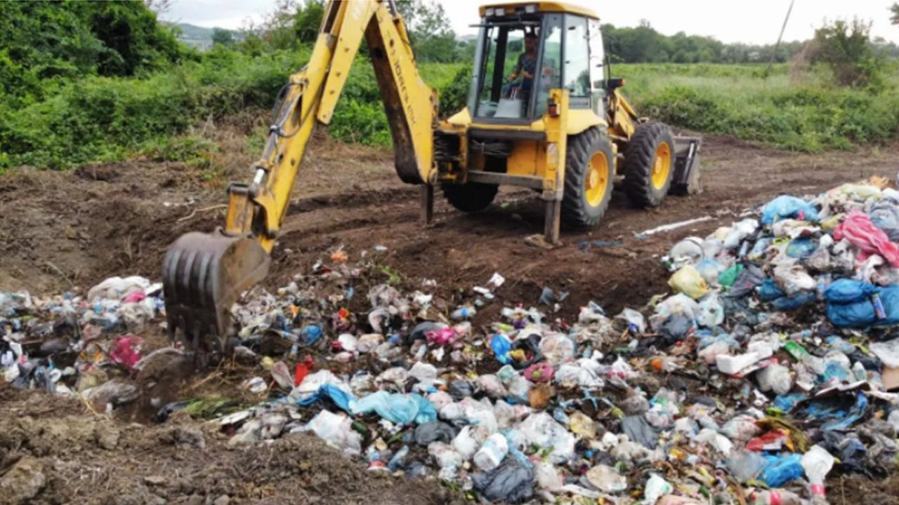 AKP municipality caught burying trash in pasture land in northern Turkey - Page 3