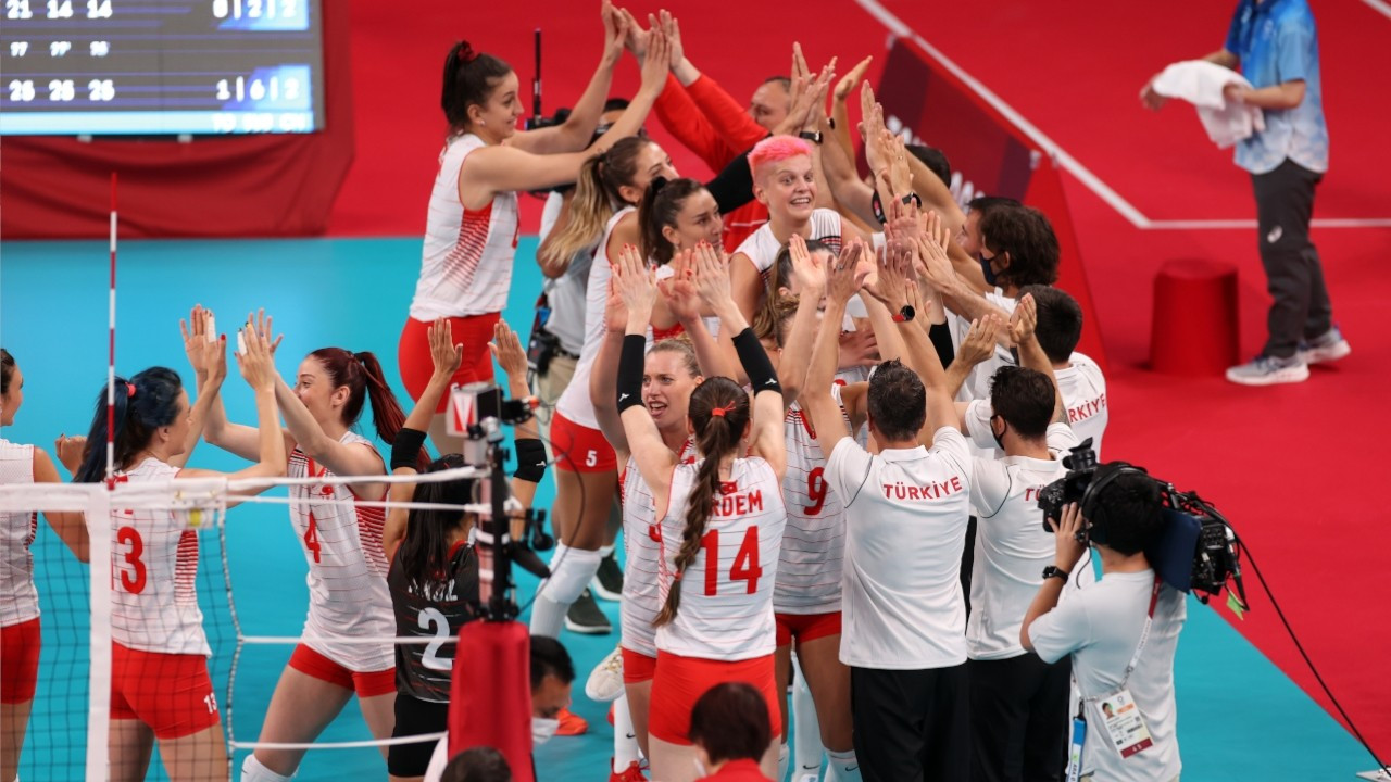 Turkish women's volleyball team start Olympics with win over China