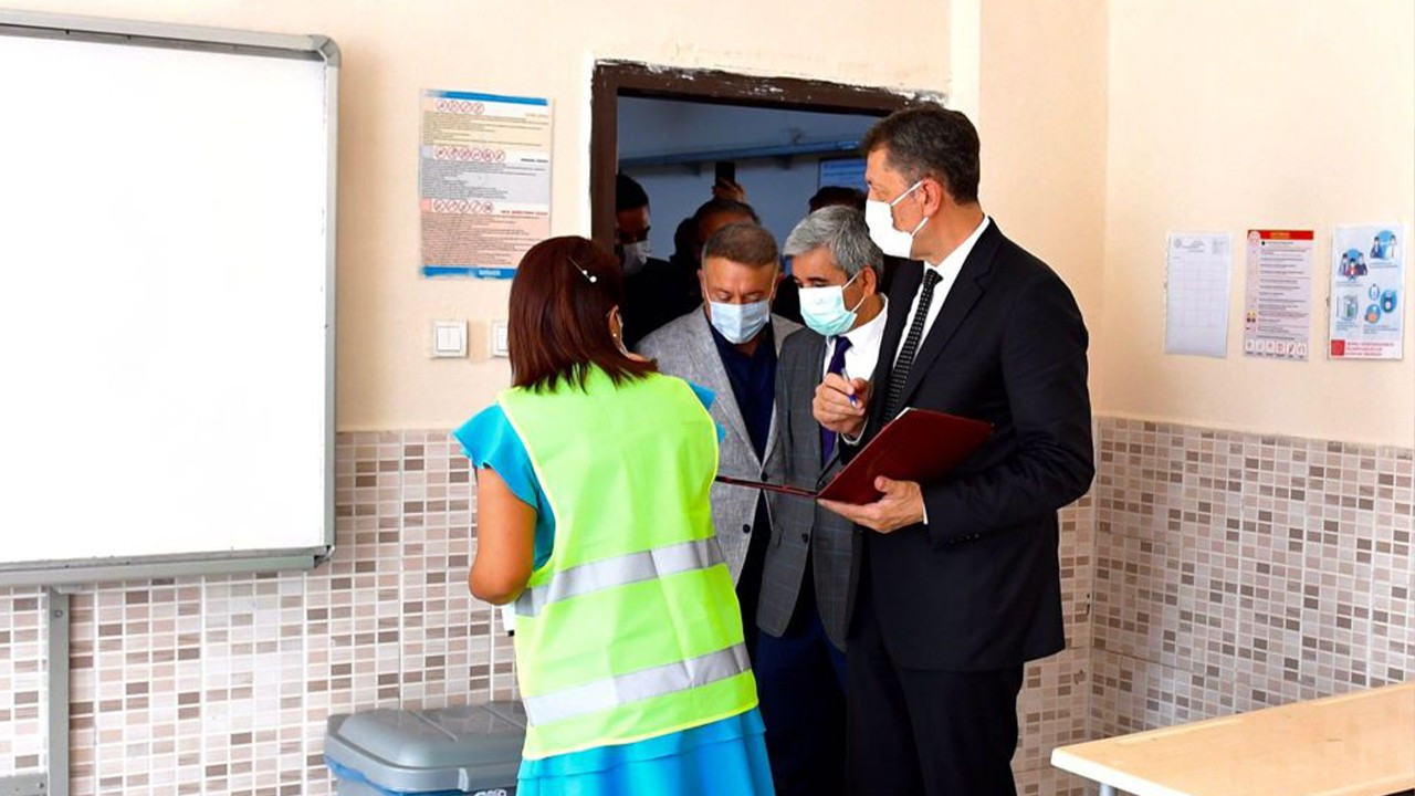 Turkey eyes opening schools in September as doctors call for lowering of vaccination age to 12