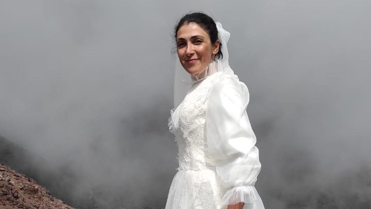 Climber 'marries' Mount Ararat to protest violence against women