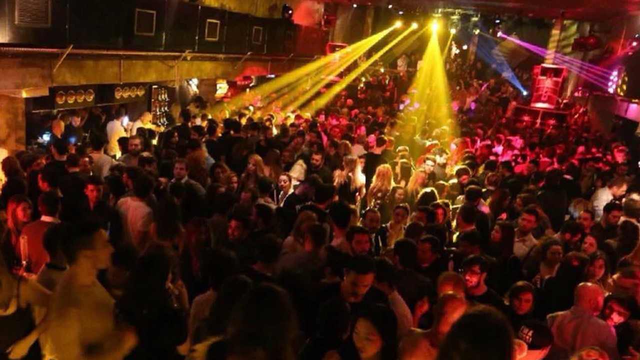 Turkish entertainment industry urges vaccine mandate for indoor events