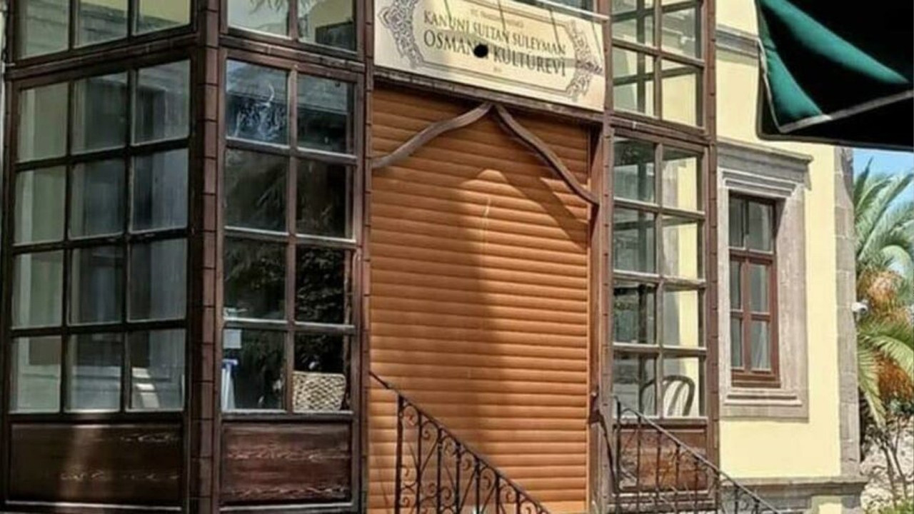 Governor's office defiles Ottoman sultan's home with roll up door