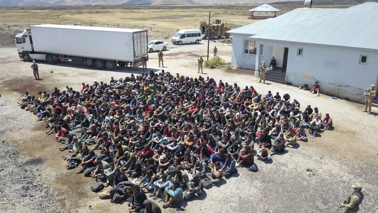 Turkey detains 300 refugees found in a lorry near Iranian border