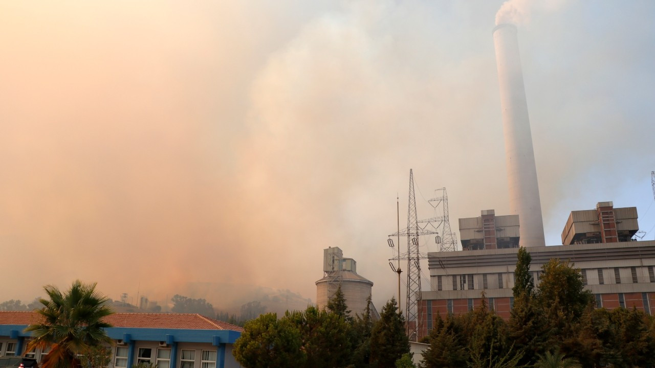 Wildfire spreads to power plant in Aegean Milas, site evacuated