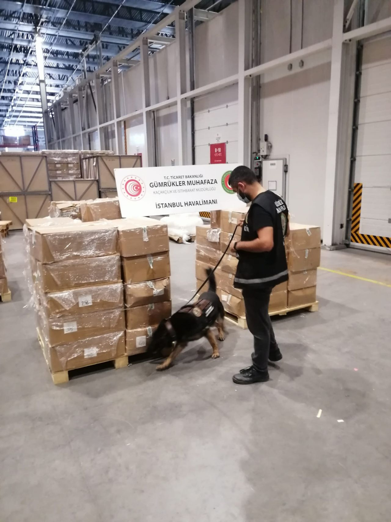 4.3 tons of drug components en route to Netherlands seized in Istanbul - Page 3