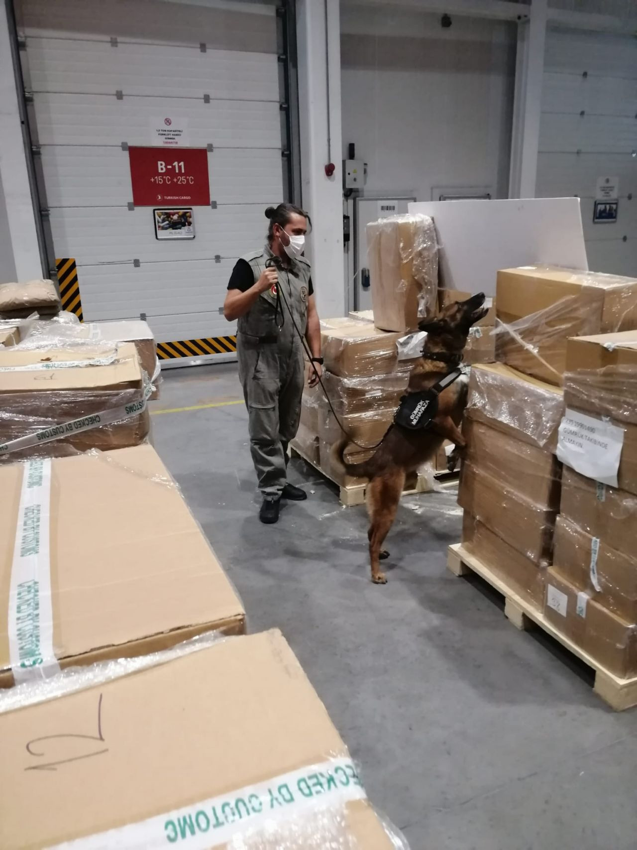 4.3 tons of drug components en route to Netherlands seized in Istanbul - Page 2