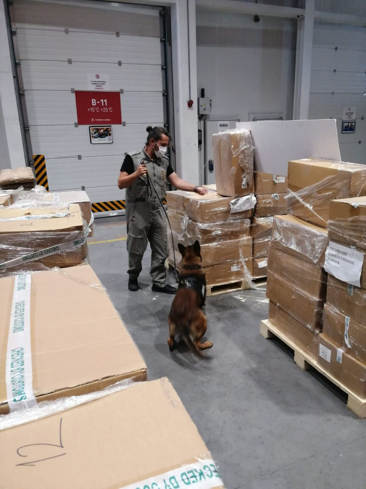4.3 tons of drug components en route to Netherlands seized in Istanbul - Page 1
