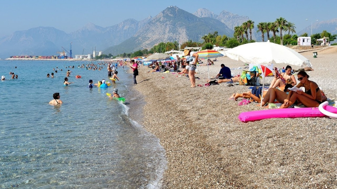 Turkey stays on UK's red list in yet another blow to tourism