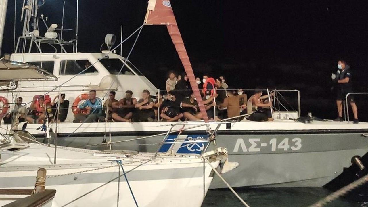 Hundreds of Kurdish migrants said to arrive on Greek shores