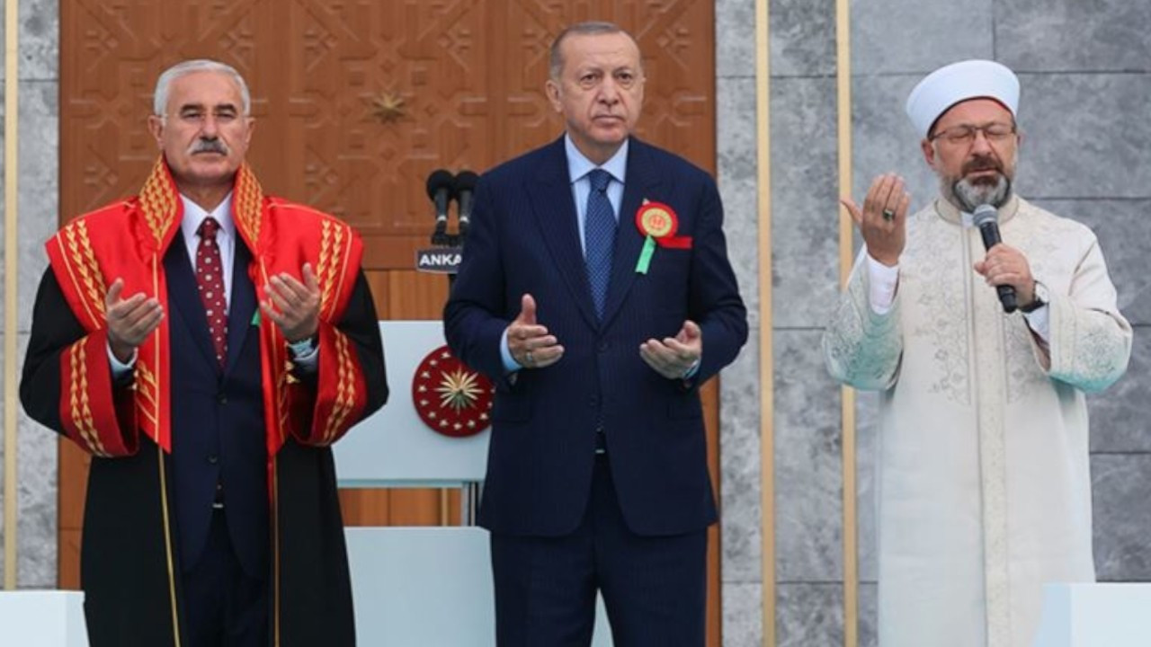 Erdoğan, top court chair accompany Diyanet head during prayer