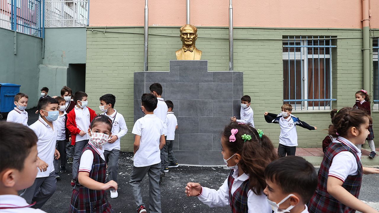 Turkish schools start classes with vaccine or test mandate for teachers - Page 1
