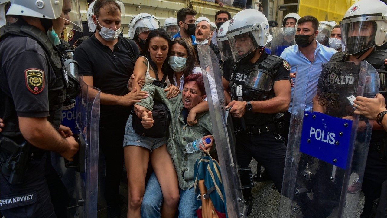 Istanbul police attack peace rally, detain several