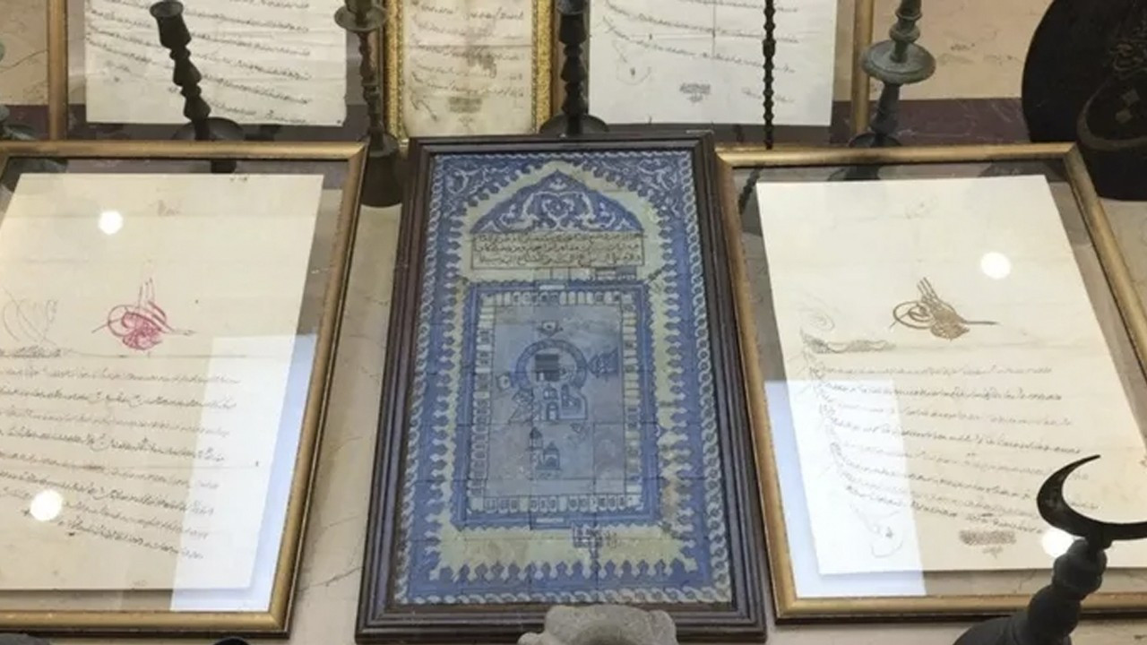 Turkish police confiscate Ottoman prince's belongings in antique store