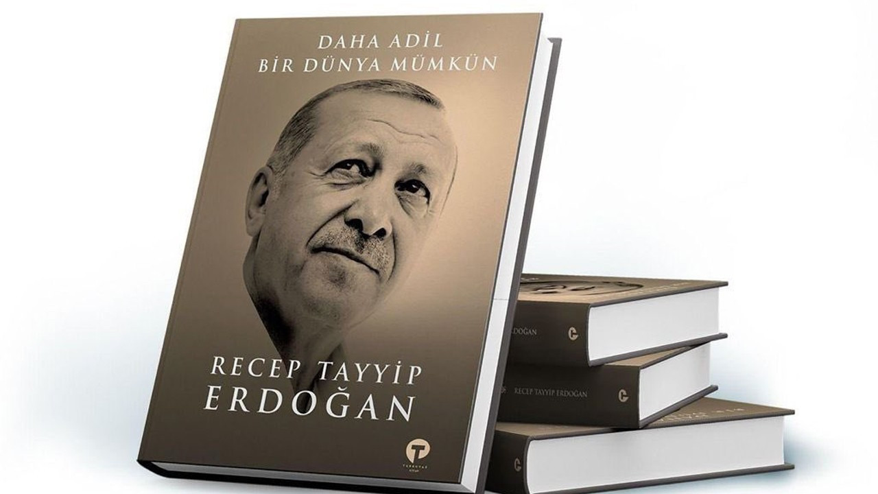 AKP district office gifts Erdoğan's book to COVID-19 vaccine recipients